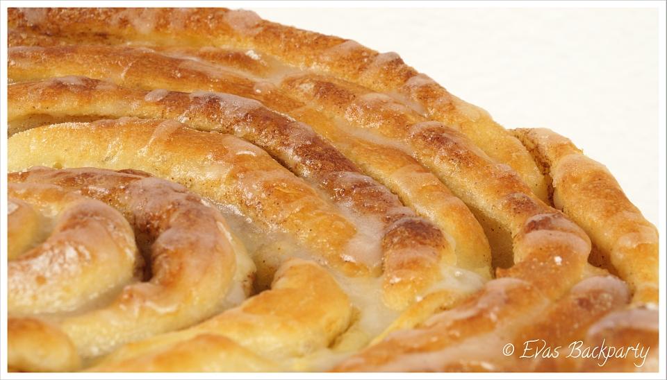Detail Hefeteig - Zimtschnecken - Kuchen