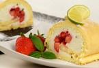 Erdbeerbiskuitrolle mit Limettenbasilikumcreme