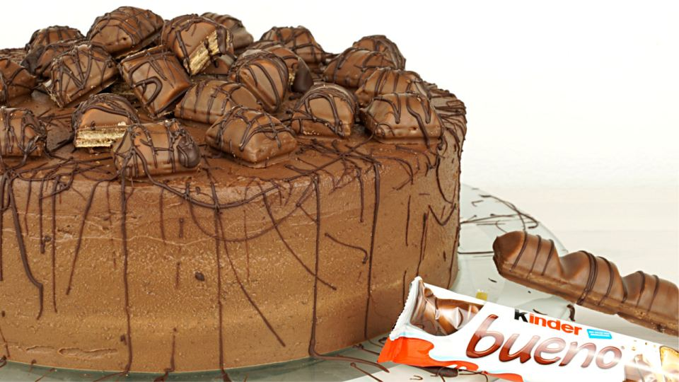 kinder bueno torte evasbackparty. Black Bedroom Furniture Sets. Home Design Ideas