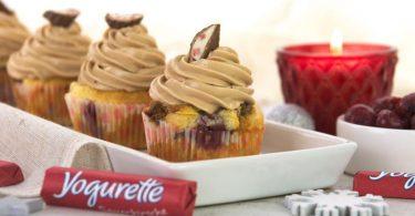 Yogurette-Cupcake mit Kirschen